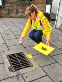 We're loving the yellow clothing theme from this volunteer!
